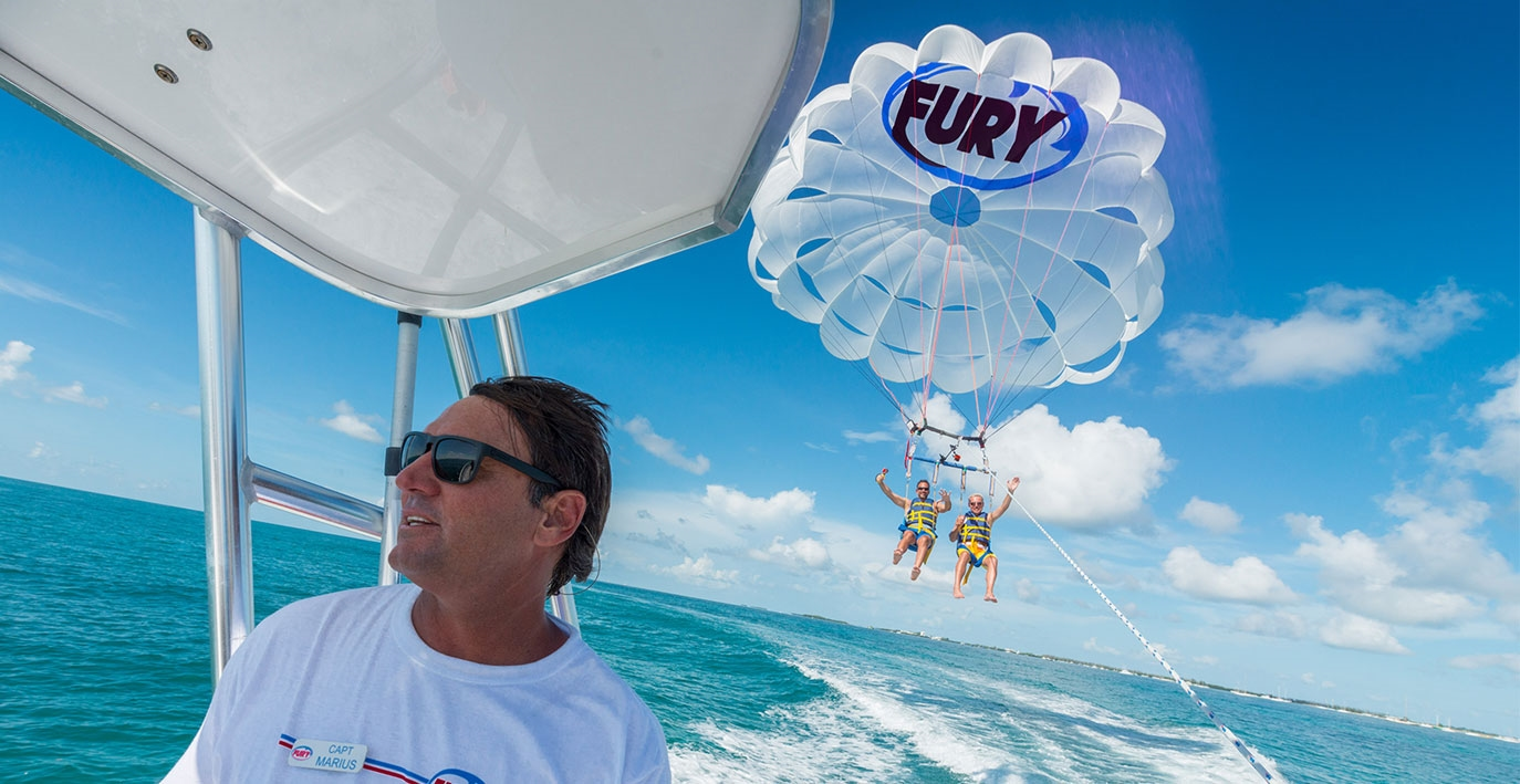 friends-key-west-parasailing-carnival-cruise-line